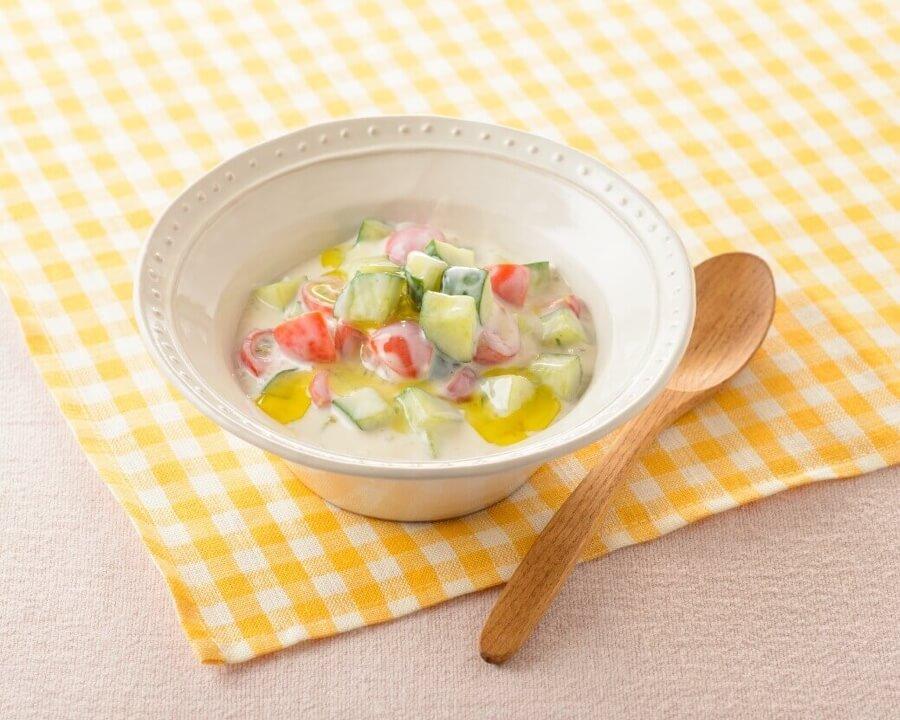 豆乳グルトときゅうりのトルコ風サラダ